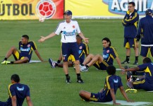 Colombia's soccer coach Jose Pekerman, center, talks to his players during a training session in Bogota, Colombia, Wednesday, May 23, 2012. Colombia will face Peru in a 2014 World Cup qualifying soccer match in Lima on June 3. (AP Photo/Fernando Vergara)